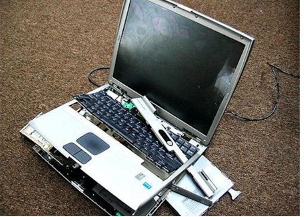 Máy tính bị va đập